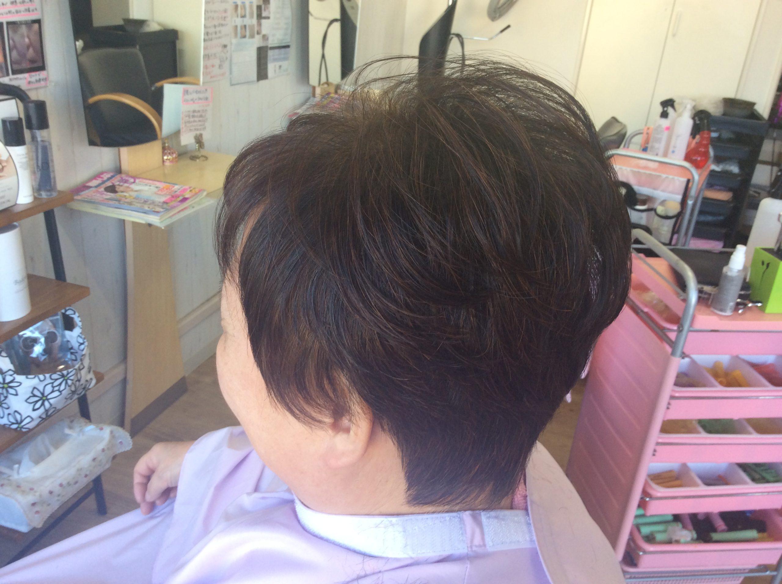 ヘナカラーとくせ毛のためのキュビズムカットでフンワリ