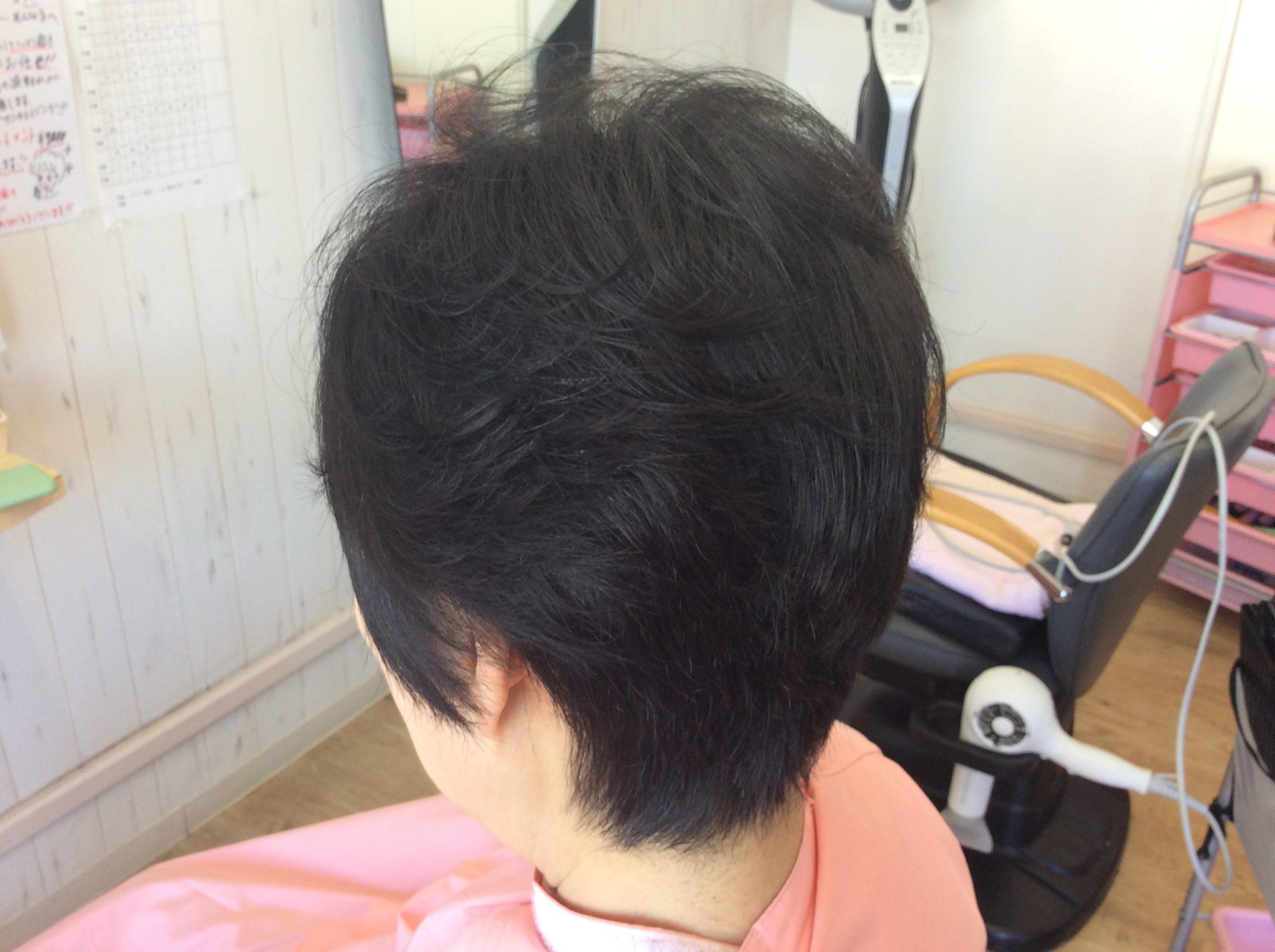 ノンジアミンカラーとくせ毛のキュビズムカット