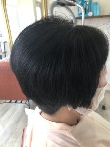 くせ毛で跳ねる収まらない後ろが割れるのもエンジェリックケアが改善